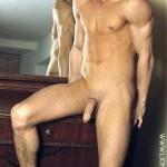 hombre-desnudo-pene-grande-espejo
