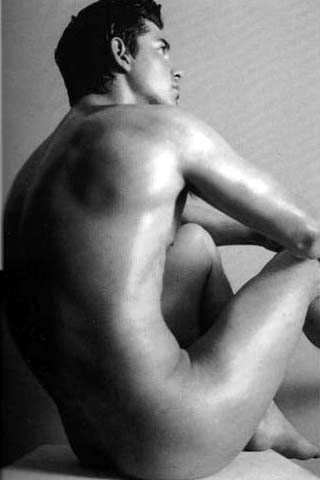 hombre desnudo pensando foto artistica blanco negro