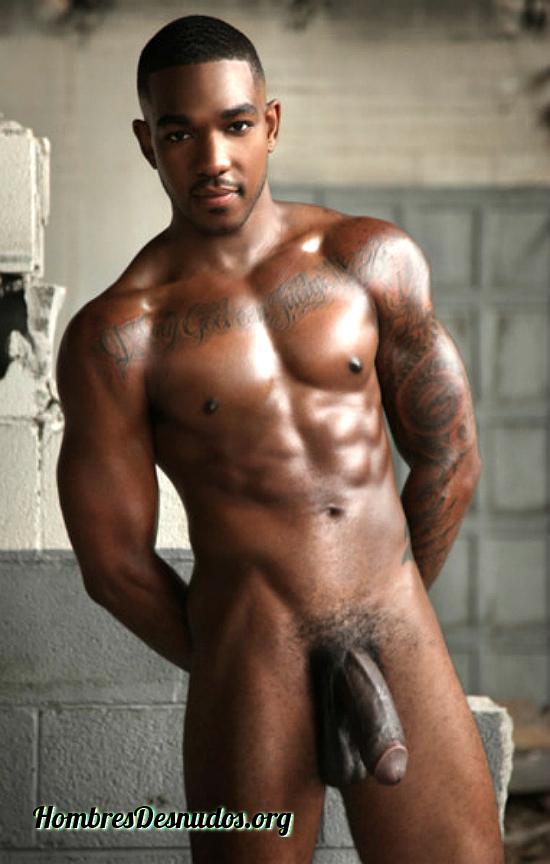 Hombres negros desnudos enseñando todo